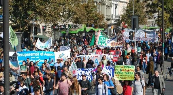 """Marcha por el agua exige """"derecho social en la Constitución"""""""