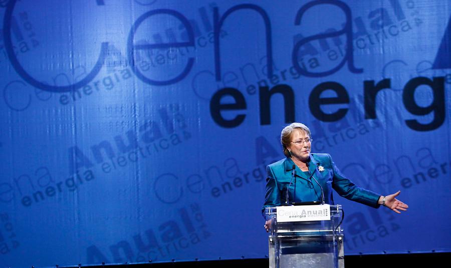 Del relajo de Bachelet a la discreta presencia de Longueira: el lado B de la cena de Energía
