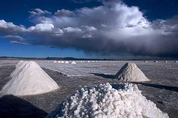 Con análisis del potencial del litio en Chile parte congreso de exploración en Santiago