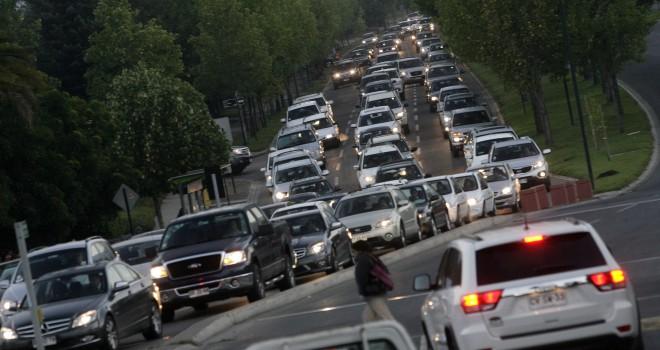 Las consecuencias de que China prohíba la producción y venta de vehículos de combustibles fósiles