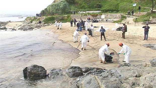 Fiscalía Naval fija a Enap mayor sanción por derrame en bahía de Quintero
