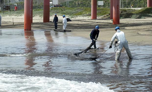 Pescadores artesanales de Quintero protestan contra Enap