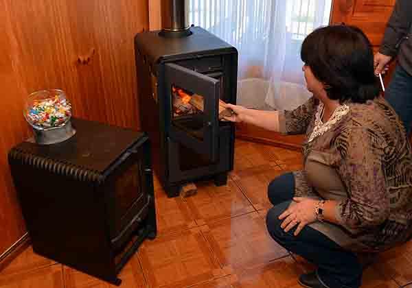 Comercio retira calefactores a leña que están fuera de norma