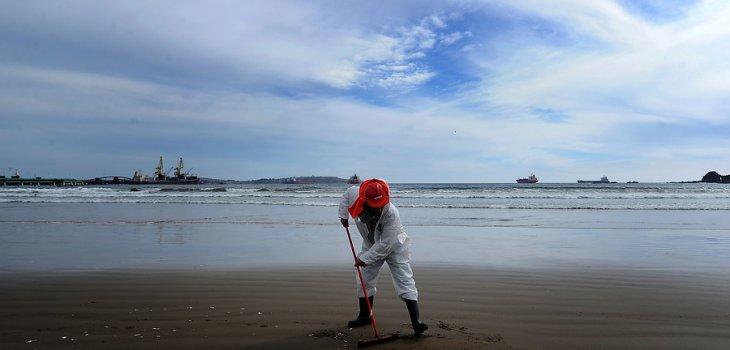 Se inician actividades en terreno para analizar impacto de derrame en Quintero