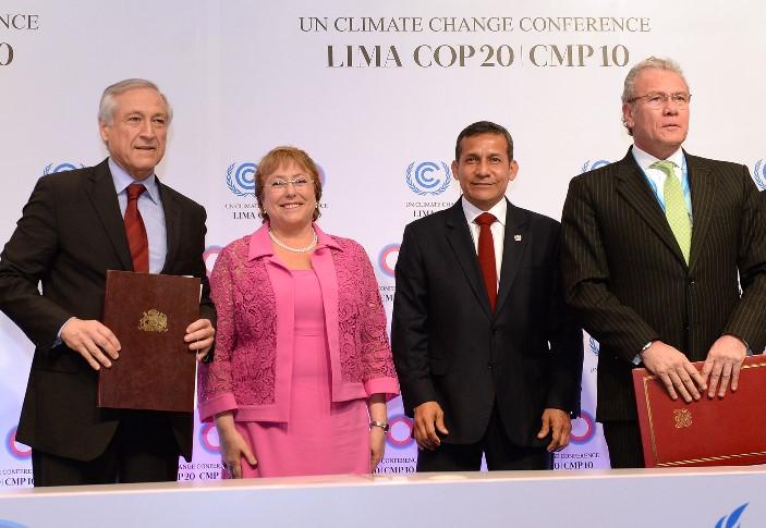 Agenda en Lima: Presidenta encabeza suscripción de acuerdo bilateral de Cooperación Ambiental entre Chile y Perú