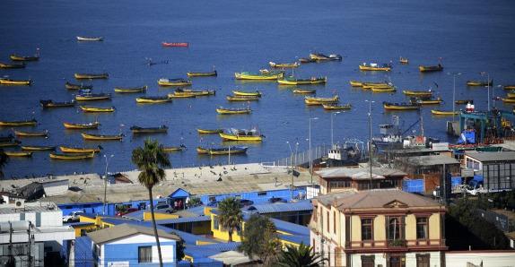 Barco varado en Coquimbo contiene 100 mil litros de petróleo en sus estanques