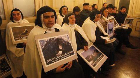Las religiosas que luchan por el silencio