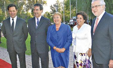 """Bachelet llama a las mineras a """"jugársela por inversiones"""" y privados cuestionan reformas"""