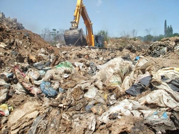La basura y el fantasma de Santa Marta al acecho