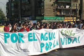 Cientos de personas participaron en la marcha por la recuperación del agua y la vida en Valparaíso