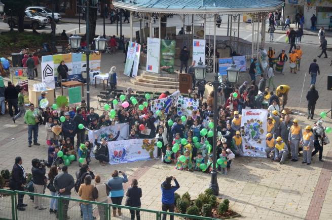 Valdivia: Multitudinaria celebración del Día de la Tierra en la Plaza de la República
