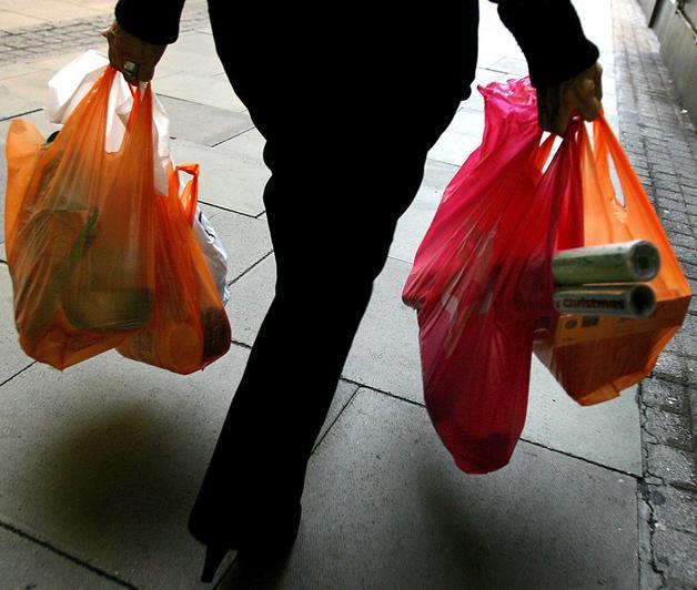 Los Ríos apunta a ser la primera región que regulará el uso de bolsas plásticas