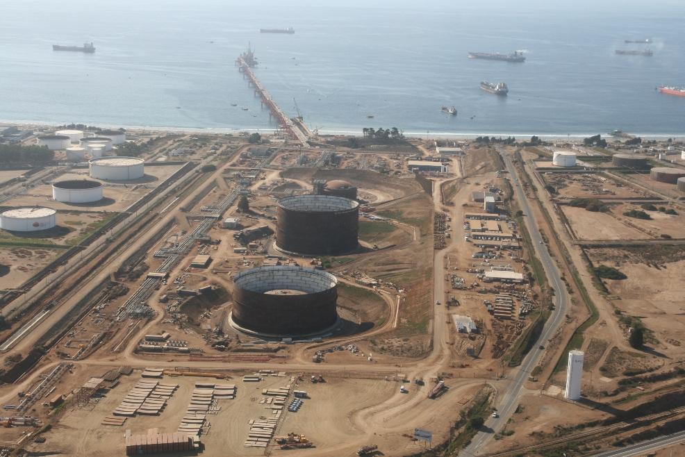 GNL Quintero sumará 14 barcos extra al año con arribo de Colbún y Gener