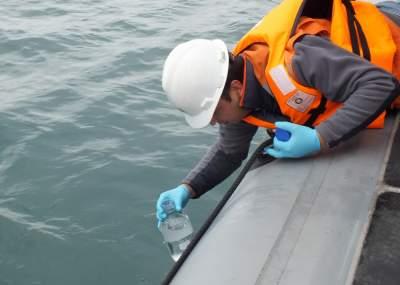 Realizan toma de muestras para ver si existe contaminación en bahía de Coquimbo