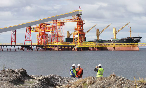 Posible cierre de mina de carbón de Angelini y Von Appen alarma a trabajadores de faena