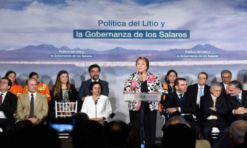 """La Presidenta Bachelet presentó la agenda """"Política del Litio y Gobernanza de los Salares"""""""