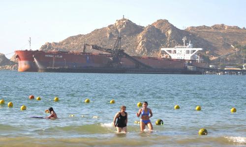 Medio Ambiente tomará nuevas muestras en el borde costero por presencia de una mezcla oleosa