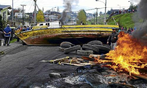 Relación entre gobierno y pescadores se mantiene congelada y tomas continúan