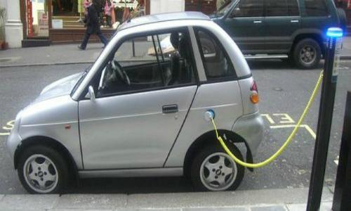 La lenta carga de los autos eléctricos en Chile