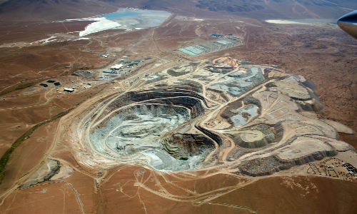 Derrame de desechos tóxicos mineros afecta terrenos en la región de Tarapacá