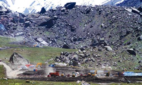 Acusan a organismos públicos por riesgo de afectación a glaciares y abandono de deberes