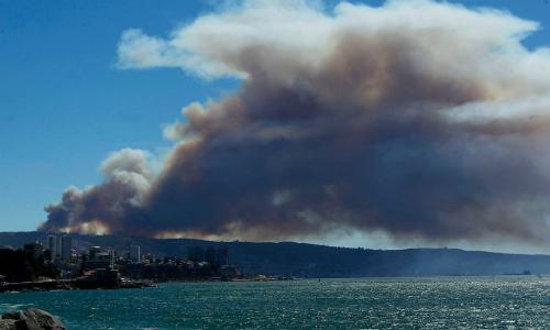 Las cifras del megaincendio en Valparaíso: sobre 140 casas destruidas y 19 lesionados