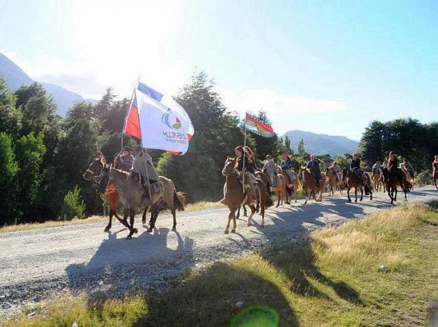 La comunidad vuelve a la carga y a caballo contra proyecto hidroeléctrico Mediterraneo