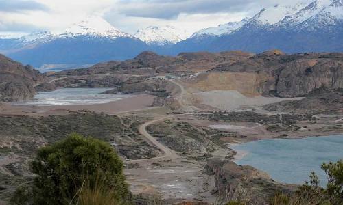 Chile Chico: Cerro Bayo vertería en humedal más de medio millón de metros cúbicos de agua de mina abandonada
