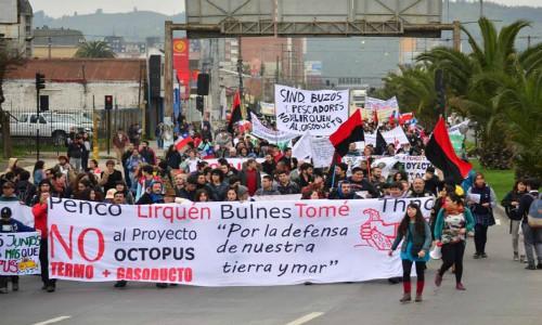 Con empresa retirándose escoltada y fuerte represión termina exposición de GNL Penco-Lirquén