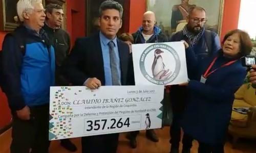 """Entregan más de 357 mil firmas a Intendente pidiendo la creación del Área Marina Costera Protegida """"Pingüino de Humboldt"""""""