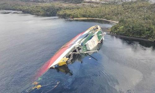 Condenan por contaminación ambiental al capitán y al piloto del ferry Amadeo I