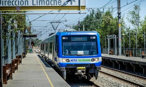 Valparaíso: Inauguran máquina que canjea viajes en el Metro por reciclaje