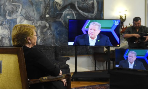 Bachelet y Al Gore realizan videoconferencia sobre avances en protección ambiental