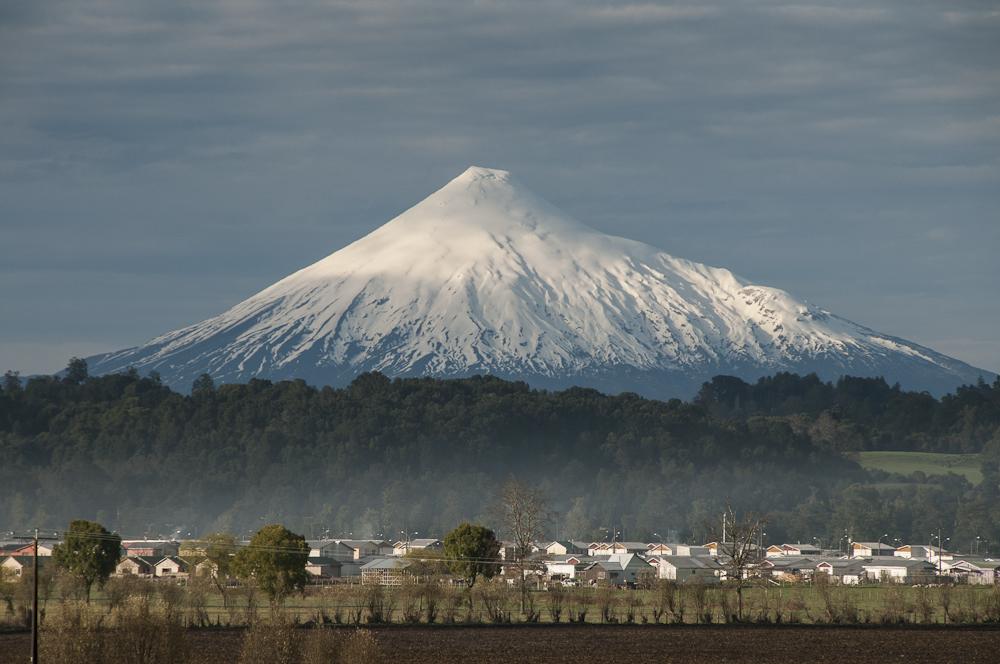 Dan cuenta de acciones preventivas por actividad del volcán Osorno