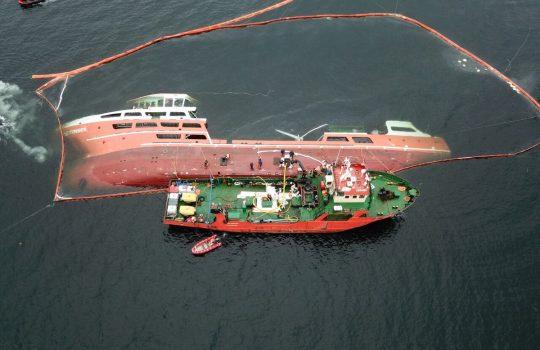 """Mal tiempo impide reflotamiento del Wellboat """"Seikongen"""""""