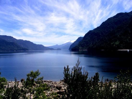 Advierten riesgos por eventual actividad minera en los alrededores del lago Chapo
