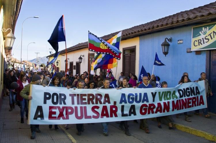 """II Marcha por la Vida de Putaendo: Cientos de familias de Putaendo dijeron """"No a la Gran Minería"""""""
