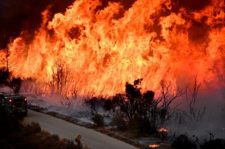 Más de una docena de incendios forestales tras ola de calor en California