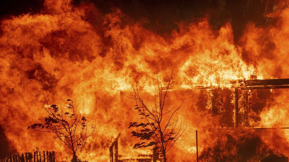 Tras leve tregua, empeoran las condiciones para combatir incendios en California
