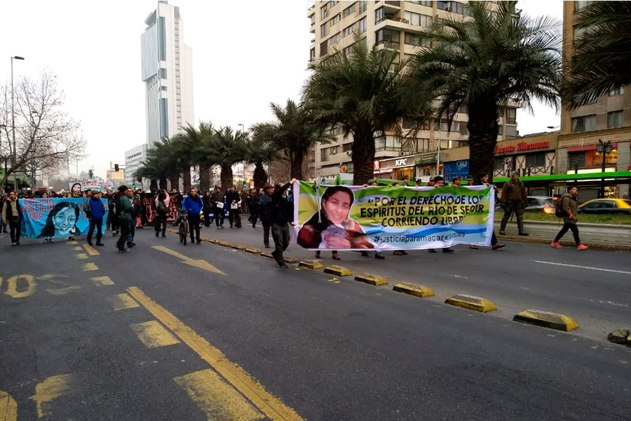 Manifestantes exigen justicia en caso de activista ambiental Macarena Valdés