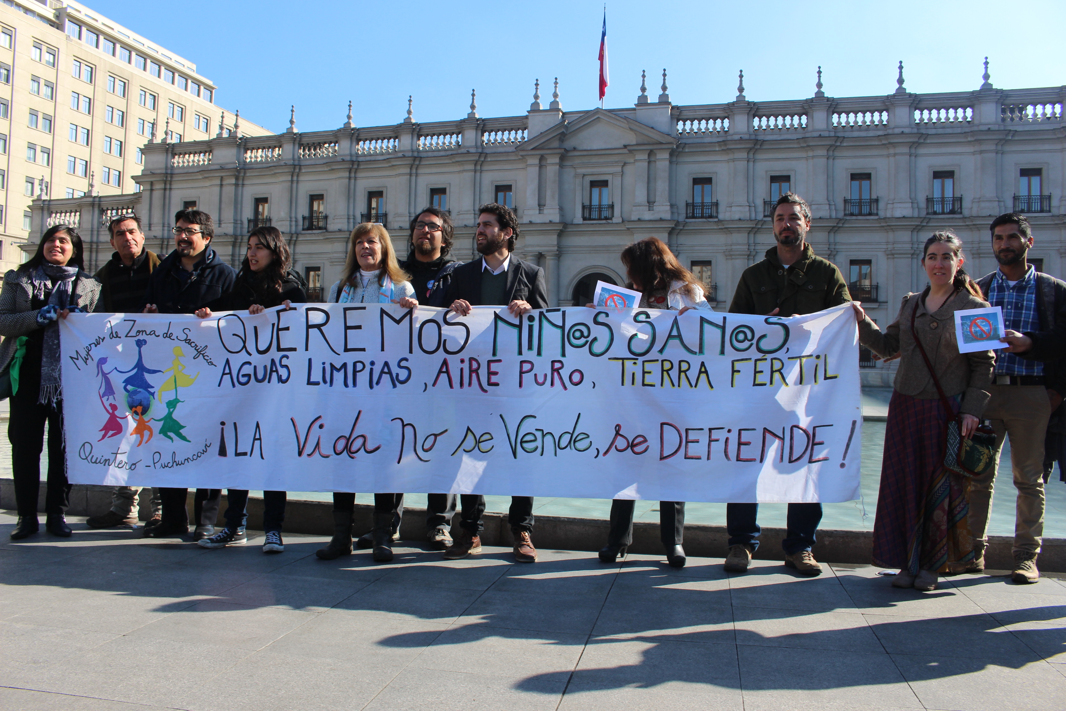 Organizaciones sociales de la Bahía de Quintero exigen el cierre de empresas contaminantes
