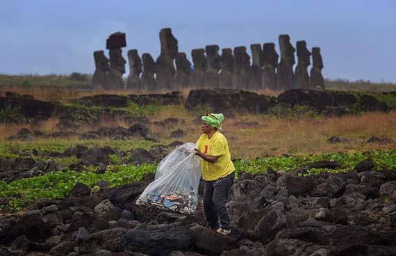 Isla de Pascua presenta alta contaminación por plásticos en sus costas