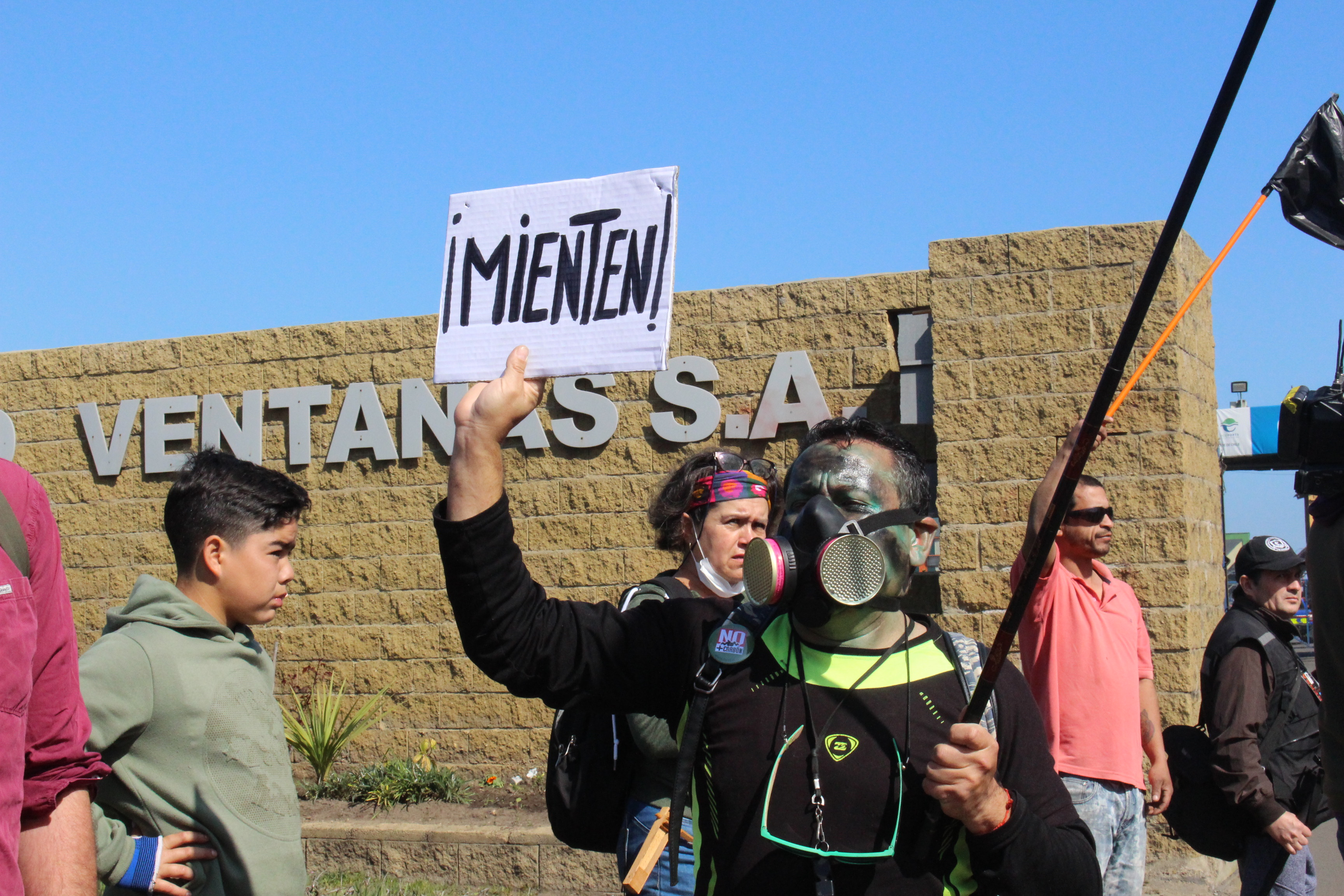 Crisis en Quintero: suspensión parcial de faenas no logra detener intoxicaciones