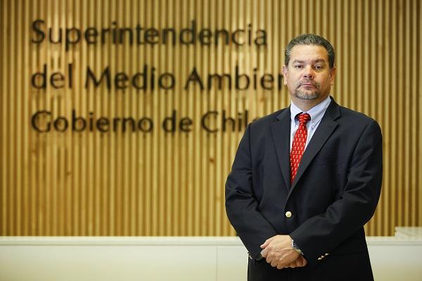 Superintendente de Medio Ambiente acusa falta de recursos para fiscalización en Bahía de Quintero
