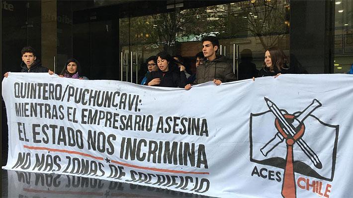 Estudiantes se toman el Ministerio del Medio Ambiente para apoyar situación de Zonas de Sacrificio