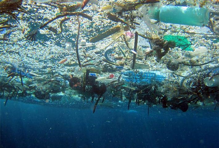 Estudio revela cuáles son las empresas que más contaminan los océanos con plástico