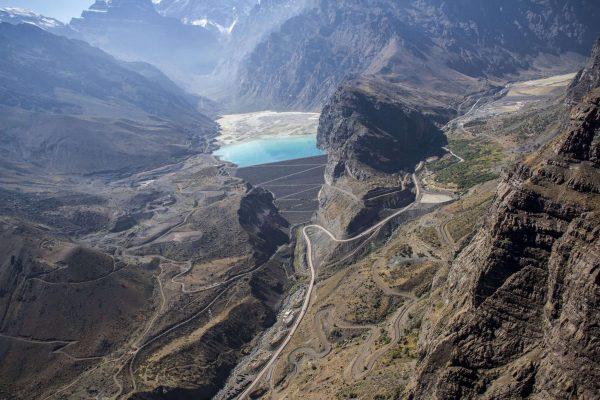 Derrame de relave minero de Codelco Andina contamina el río Blanco de Los Andes