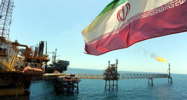 """Intoxicaciones en Quintero: Irán rechaza """"acusaciones falsas"""" de Fiscalía chilena sobre su petróleo"""