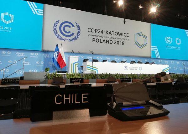 "Oposición afirma ""improvisación"" en política exterior por cumbre del Cambio Climático en Chile"