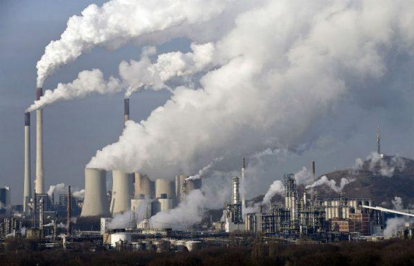 """¿Chile """"Top 10"""" de contaminación? Gobierno advierte """"desproporción"""" en estudio"""